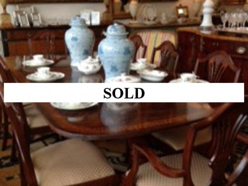 MAHOGANY BANDED DINING ROOM TABLE WITH 8 CHAIRS