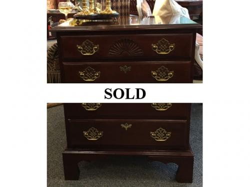 MAHOGANY CHEST OF DRAWERS(HARDEN)