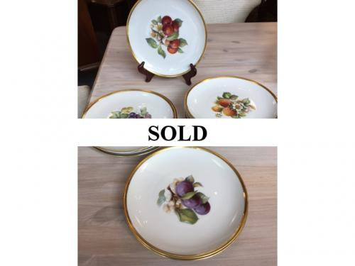 SET OF 12 HUTSCHENREUTHER FRUIT PLATES $120