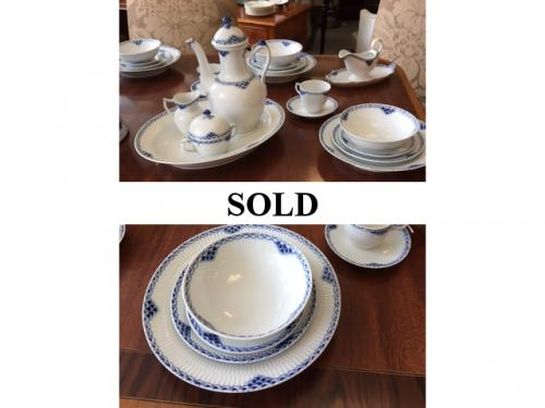 SERVICE FOR 8 ROYAL COPENHAGEN PRINCESS PATTERN WITH SERVE PIECES $850