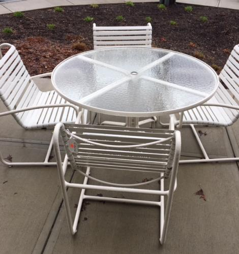 """48"""" ROUND BROWN JORDAN WHITE TABLE W/ 4 CHAIRS RESTORED $795"""